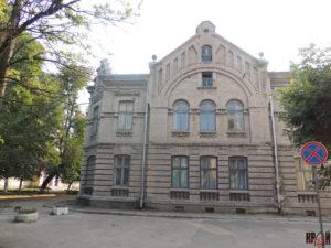 Фасад районного народного дому «Просвіта» із північної сторони
